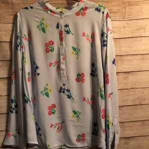 Pretty light weight top with buttons at top